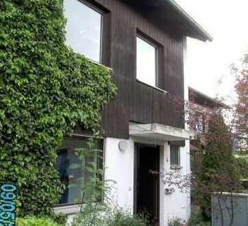 Geräumiges Reihenmittelhaus mit fünf Zimmern und kleinem Garten in Grafing bei München