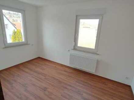 helle, schöne 3 Zimmerwohnung im DG
