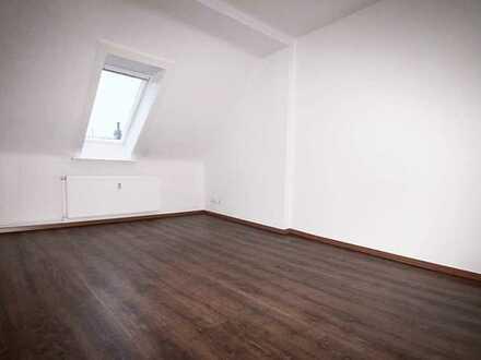 Sanierte 3-Zimmer-DG-Wohnung in Linden (mit Aufzug)!