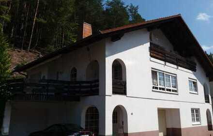 helle 3-Zimmer-DG-Wohnung mit Balkon am Waldrand in Horbach