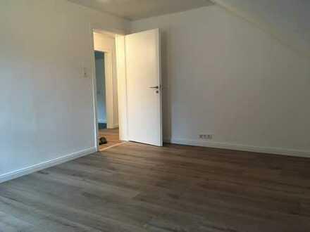 Renovierte DG-Wohnung, 510 €, 61 m², 3 Zimmer