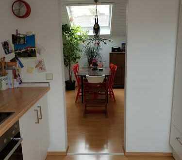 Gepflegte 3,5-Zimmer-DG-Wohnung mit Balkon und Einbauküche in Herrenberg