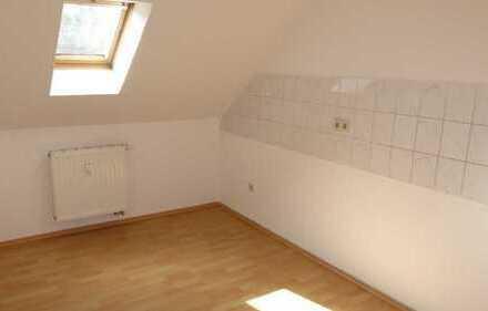 Preiswerte 3-Raum Wohnung mit Kinderzimmer (Dachgeschoss)