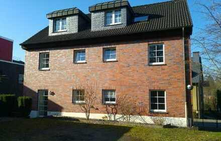 Helle, freundliche 3-Zimmer-Erdgeschosswohnung mit Balkon und Terrasse in Essen