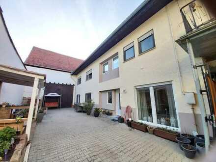 Großzügiges Haus mit Ausbaupotenzial im Dach und einer Scheune