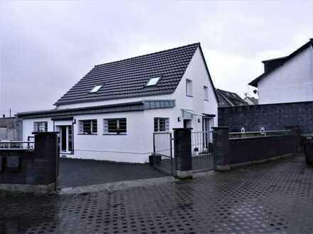 Top Gelegenheit! Komplett saniertes Einfamilienhaus mit Einliegerwohnung in Fliegern-Süd