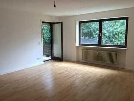 Teilmodernisierte, große 4,5 Zimmer-Gartenwohnung sucht Familie mit Platzbedarf!