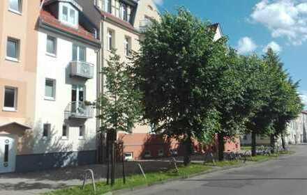 Neuwertige 3,5 Zimmer-Wohnung mit Balkon, Einbauküche und Einbauschrank in der Fleischervorstadt