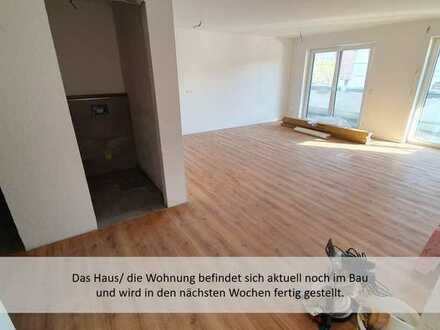 Neubau/Erstbezug mit Balkon: moderne, helle 2-Zimmer-Wohnung