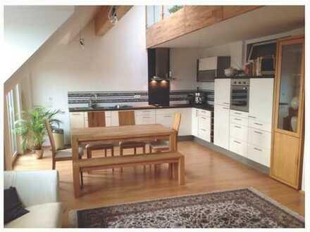 Wunderschöne 3,5-Zimmer-Maisonette-Wohnung mit Balkon und Einbauküche in Thalfingen