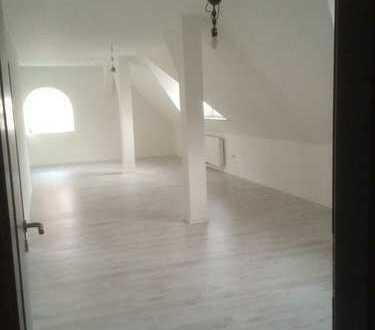 Preiswerte, neuwertige 3-Zimmer-DG-Wohnung mit gehobener Innenausstattung zur Miete in Bünde