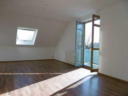 Großzügige Dachgeschoss Wohnung mit Charme