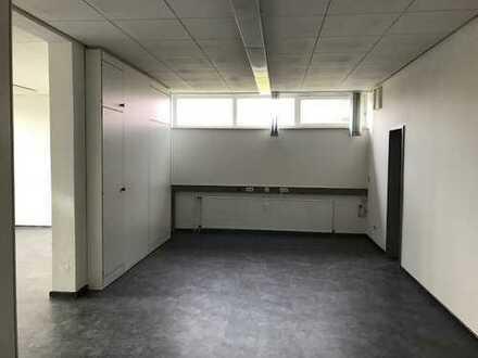 2 helle Büroräume im Souterrain