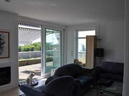 ***Sonnige Penthousewohnung im 11. OG mit Blick zur Frankfurter Skyline***