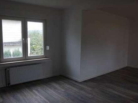 Hilchenbach - Komplett neu sanierte 3 ZKB mit Balkon und Gärtchen in Zweifamilienhaus