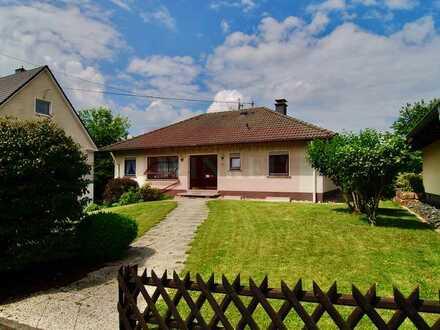 Gepflegter Bungalow in ruhiger Lage von Kreuztal-Ernsdorf - Keller, Dachgeschoss, Garage, Terrasse-