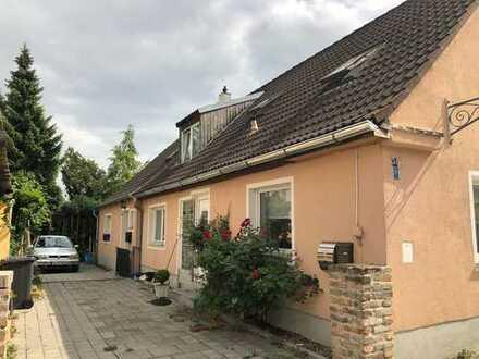 Klein, fein, gemütlich - tolle Doppelhaushälfte in Augsburg