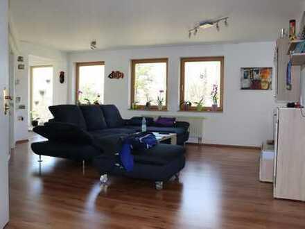 Schöne helle Wohnung mit Wintergarten, Balkon und herrlichem Ausblick in Top Lage