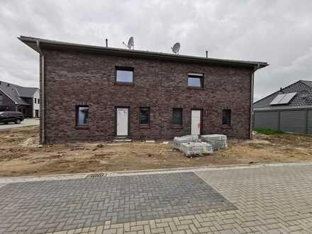 Zu Fuß an den Weserstrand! Erstbezug: freundliche 4-Zimmer-Doppelhaushälfte