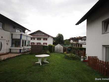 Geräumige Maisonettenwohnung mit 2 Stellplätzen und Garten - in Kempten