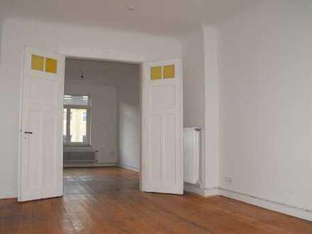 Modernisierte Wohnung mit viereinhalb Zimmern sowie Balkon und Einbauküche in Göttingen