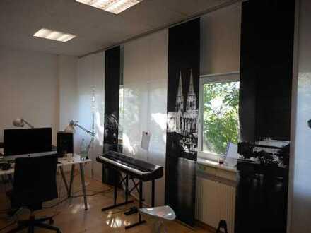 Kleine Büroeinheit verkehrsgünstig gelegen in einem Gewerbehof im Gewerbegebiet Rodenkirchen