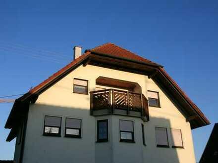 Schöne vier Zimmer Wohnung in Reutlingen (Kreis), Hohenstein