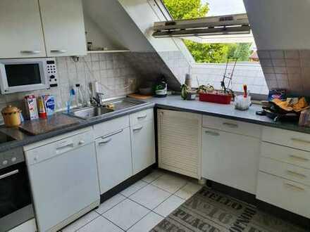 Freundliche 4,5-Zimmer-Maisonette-Wohnung mit Balkon und Einbauküche in Schnelsen, Hamburg