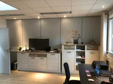 Stilvolle, geräumige und vollständig renovierte und möblierte 2-Zimmer-Wohnung mit EBK in Heidelberg