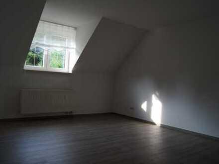 2-Raum Wohnung mit Küche/Bad im Dachgeschoss