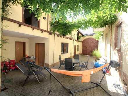 EFH mit schönem Innenhof, Nebengebäude u. Scheune in Erpolzheim
