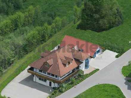 Mehrfamilienhaus mit Gewerbefläche in gehobener Ausstattungsqualität im Schwarzwald!