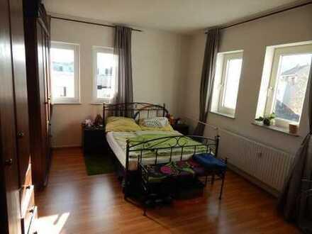 Schöne 2 Zimmerwohnung mit freiem Ausblick auf Feld und Weinberg