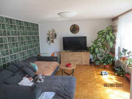 Gepflegte 4-Raum-EG-Wohnung mit Balkon und Einbauküche in Schwäbisch Hall-Sulzdorf