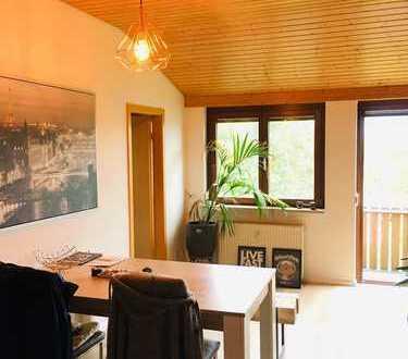 Modernisierte 2-Zimmer-DG-Wohnung mit Balkon und Einbauküche in Grenzach-Wyhlen