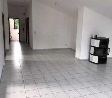 Schöne 3,5 Zimmer Wohnung im Zweifamilienhaus mit vier Zimmern in Rhein-Neckar-Kreis, Wiesloch