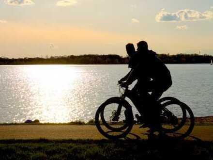 Traumhafte 4 Zimmer Wohnung mit großer Terrasse und Gemeinschaftsgarten direkt am Cospudener See!