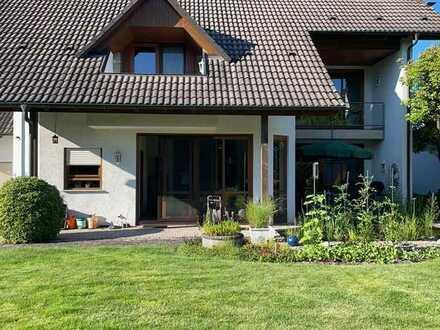 Gepflegtes Einfamilienhaus mit fünf Zimmern und EBK in Appenweier, Appenweier