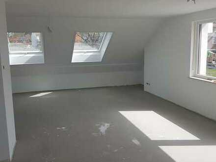 Erstbezug nach Sanierung mit Einbauküche und Balkon: attraktive 3-Zimmer-DG-Wohnung in Hohenwart