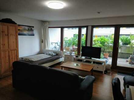Modernisierte Terrassenwohnung mit einem Zimmer sowie große Terrasse und EBK in Karlsruhe