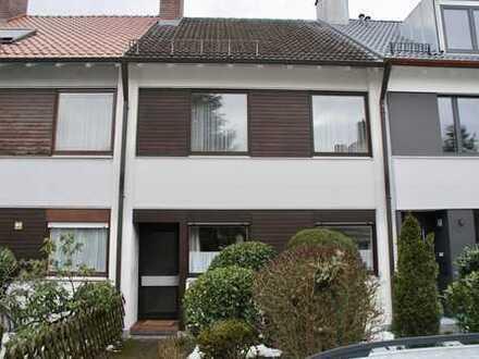 Vom Eigentümer: Gepflegtes Haus, Süd-Garten, Sauna, vier Zimmer (plus DG), in München, Obermenzing