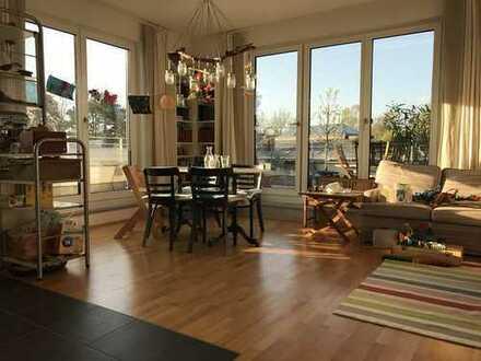 Stilvolle, gepflegte 3-Zimmer-DG-Wohnung mit großer Terrasse und Einbauküche in München-Pasing