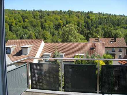 Neuwertige Maisonette-Wohnung mit vier Zimmern und Balkon in Pforzheim-Würm