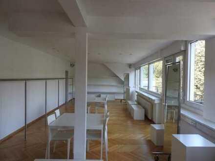 Heller Showroom mit Balkon auf der Cecilienallee