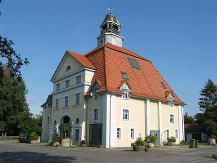 Großzügige 3-Zimmer-Eigentumswohnung in historischem Turmgebäude