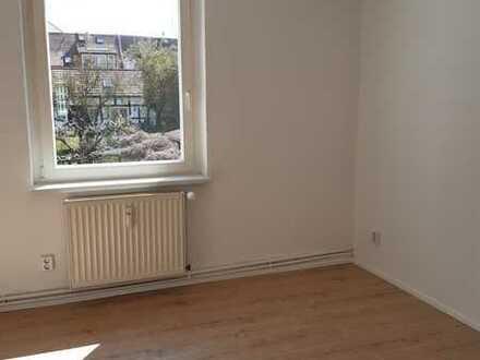 Lichtdurchflutete, frisch sanierte Wohnung in idealer Lage