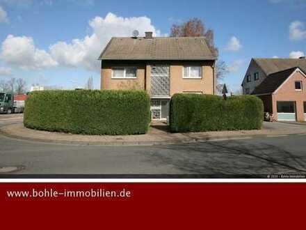 3 Familienhaus zur Selbstnutzung mit Büro im Souterrain und KFZ Halle (vermietet) !!!