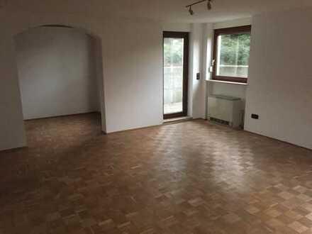 1,5 Zimmer Wohnung mit großer Terrasse und Einzelgarage