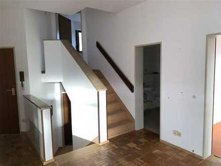 FFB - freie 4-Zimmer-Maisonette mit Kaminanschluss und Balkon