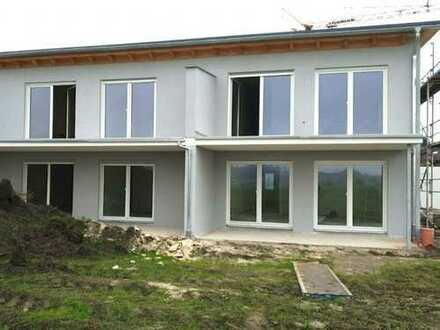 2 4 3. 0 0 0,- für 3 Zimmer 8 6 qm barrierefreie NEUBAU Terrassenwohnung in unverbauter Wohnlage